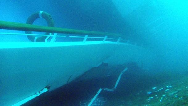 Vom Abendessen panisch in die Rettungsboote