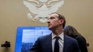 Facebook-Gründer Mark Zuckerberg vor einer Anhörung im Kapitol in Washington im April 2018