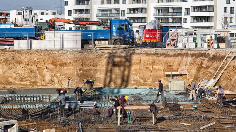 Niedrige Zinsen, die gute Konjunktur und Bevölkerungswachstum treiben die Preise für Wohnungen und Häuser.