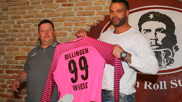 Wrestler Tim Wiese Gibt Fu Ball Comeback In Achter Liga