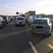 Blockierte Rettungsgasse auf der Autobahn 5 bei Weiterstadt in Südhessen.