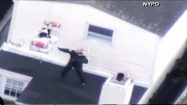 Aufnahmen der New Yorker Polizei zeigen eine dramatische Rettungsaktion während des Sturms.
