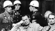 Tribunal: Herman Göring (Mitte) und Rudolf Heß waren die prominentesten Angeklagten im Nürnberger Justizpalast.