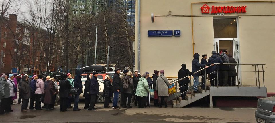 """Begehrte Hilfe: Obwohl es Rentnern in Moskau noch verhältnismäßig gut geht, ist das Angebot im Café """"Dobrodomik"""" beliebt."""