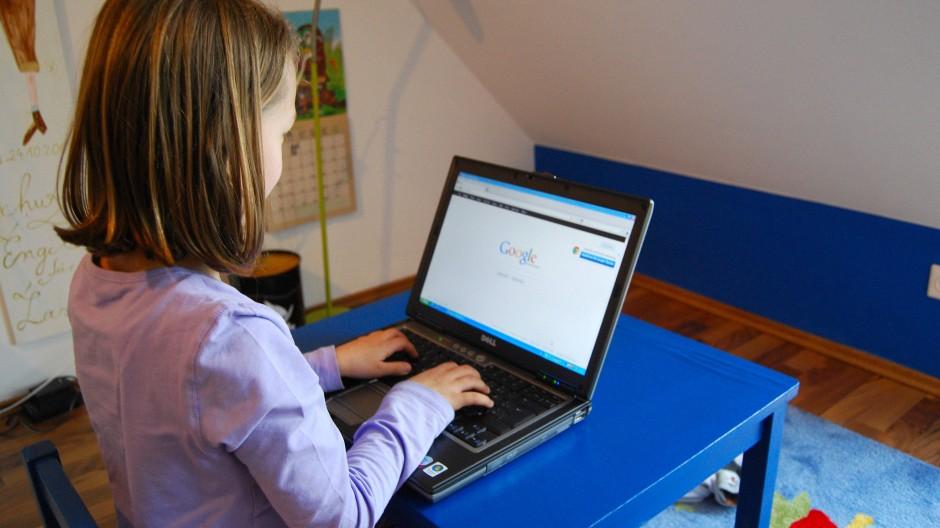 40 Prozent der Sechs- bis Zwölfjährigen sind regelmäßig in sozialen Netzwerken wie Facebook aktiv.