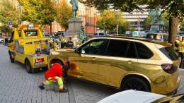 Dieses goldene Auto blendet einfach zu sehr