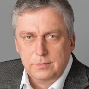 """Ulrich Friese - Portraitaufnahme für das Blaue Buch """"Die Redaktion stellt sich vor"""" der Frankfurter Allgemeinen Zeitung"""