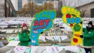 Aktivisten des Bund für Umwelt und Naturschutz Deutschland (Bund) am Samstag bei einem Protest in Berlin