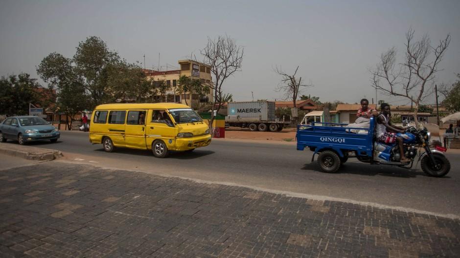 Mit Plastik die Straßen pflastern