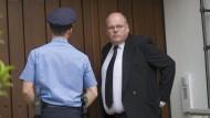 Abgewiesen: Walter Kohl vor dem Wohnhaus seines verstorbenen Vaters Helmut Kohl
