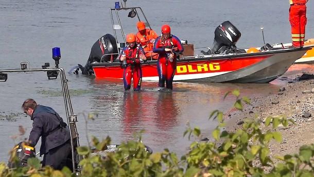 Mädchen tot aus dem Rhein geborgen