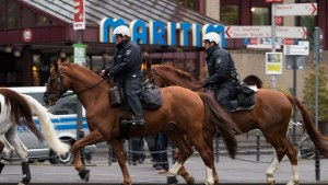 Massiver Polizeischutz für AfD-Parteitag in Köln