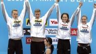 Die deutsche Freiwasser-Staffel jubelt über die überraschende Goldmedaille bei der WM in Südkorea: Rob Muffels, Sören Meißner, Sarah Köhler und Lea Boy