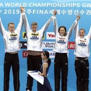 Die deutsche Freiwasser-Staffel jubelt über die überraschende Goldmedaille bei der WM in Südkorea.