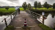 Was ist in Ruinerwold geschehen? Die Polizei hat die Zufahrt zu dem Bauernhof abgesperrt.