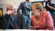 Wolfgang Schäuble und Angela Merkel bei einer Fraktionssitzung der Union