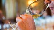 Kenner: Mit steigendem Alter der Konsumenten steigen auch das Interesse und das Wissen über Wein.