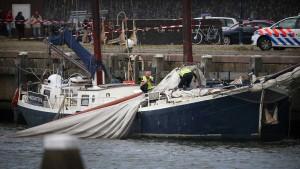 Drei Deutsche sterben bei Mastbruch auf Touristenschiff