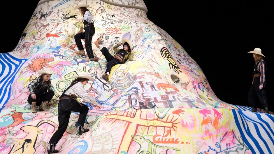 Das ist der Gipfel: Szene aus René Polleschs Hamburger Inszenierung