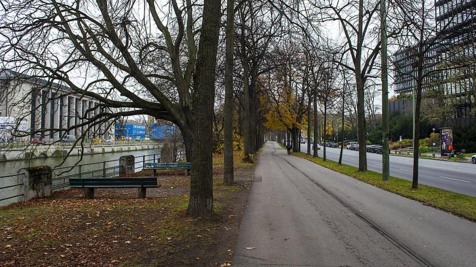 Hier geschah es: Auf dem Radweg zwischen deutschem Museum (links) und Europäischem Patentamt (rechts) erstach ein Unbekannter Domenico L.