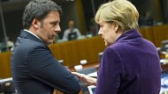 Italiens Premierminister Renzi im Gespräch mit Bundeskanzlerin Merkel auf dem EU-Gipfel