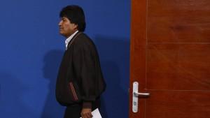 Mexikos Luftwaffe bringt Morales ins Exil