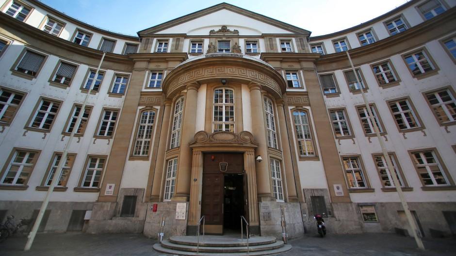 Nach einem drei Monate langen Prozess: Das Amtsgericht Frankfurt kam zu dem Schluss, dass Deusinger nur zum Schein angemeldet war (Symbolbild).