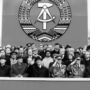 Autoritär: das SED-Regime mit führenden sowjetischen Politikern bei einer Militärparade 1989