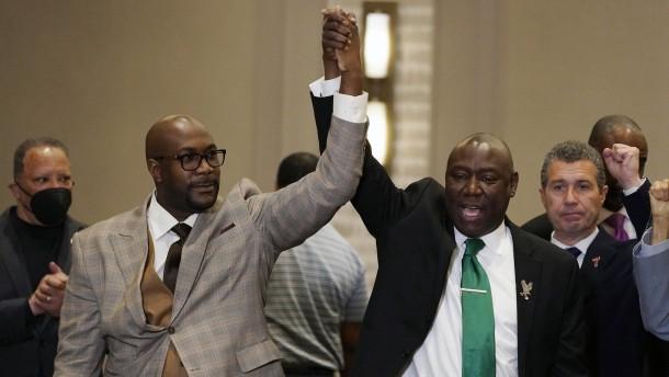 Gericht spricht Ex-Polizisten schuldig