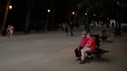 Mit dicker Maske in den Park