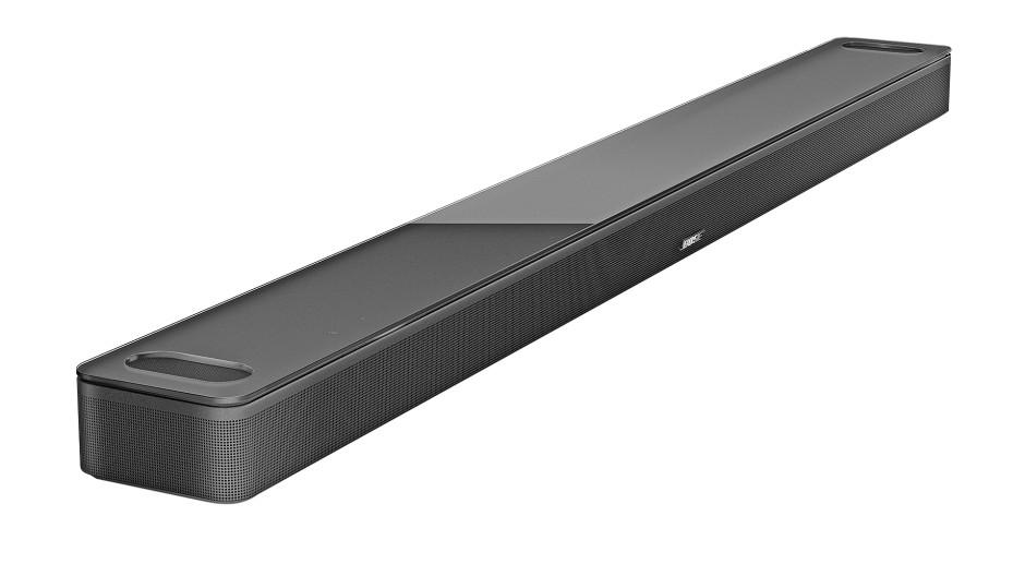 Schöner Riegel: Die Soundbar 900 von Bose macht sich schmal unter dem Fernseher und bietet dennoch großen Klang. Einen externen Subwoofer hat sie nicht – und braucht sie meistens auch nicht.