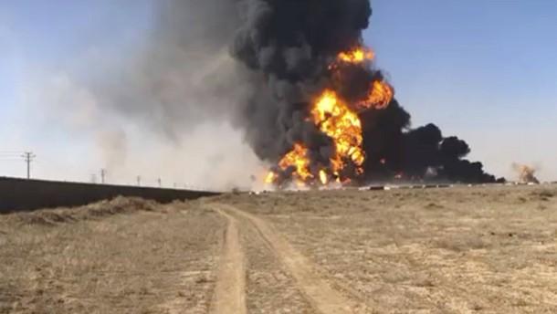 Hunderte Tanklaster in Flammeninferno zerstört