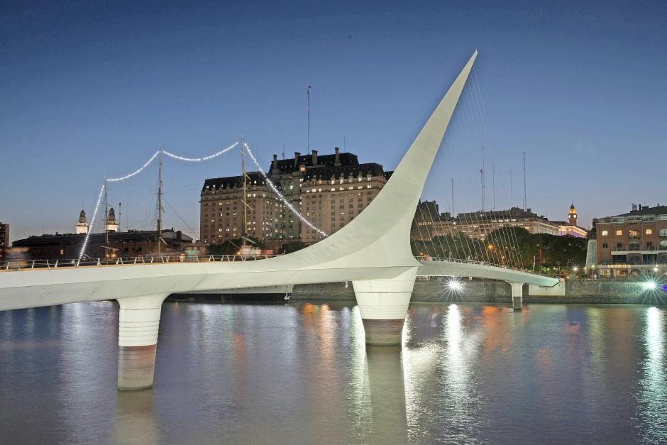Wie es gefällt: die Frauenbrücke in Buenos Aires