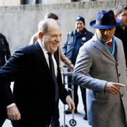 Harvey Weinstein mit seinen Anwälten vor dem New York State Supreme Court in New York.