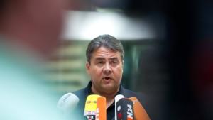 Regierung und Opposition streiten über Europapolitik