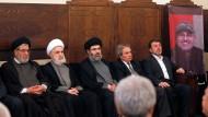 """Zum """"Märtyrer"""" erklärt: Mitglieder der Hizbullah bei einer Trauerfeier für Mustafa Badr al Din"""