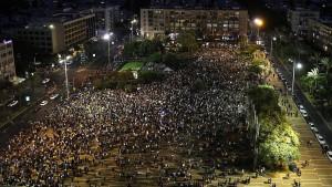 Zehntausende demonstrieren gegen Nationalstaatsgesetz