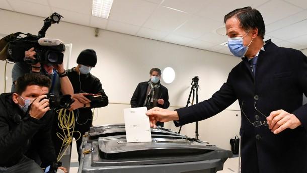 Partei von Premier Rutte gewinnt Wahl in den Niederlanden