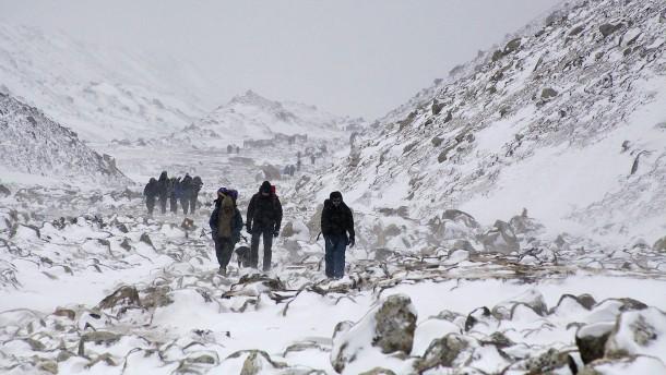 Erste Bergsteiger der Saison erreichen Everest-Gipfel