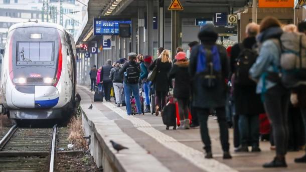 Vorweihnachtlicher Reiseverkehr in Frankreich stark gestört