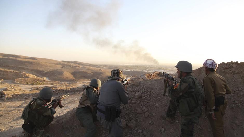 Kurdische Soldaten beziehen im Kampf gegen die IS-Miliz Stellung im Nordirak