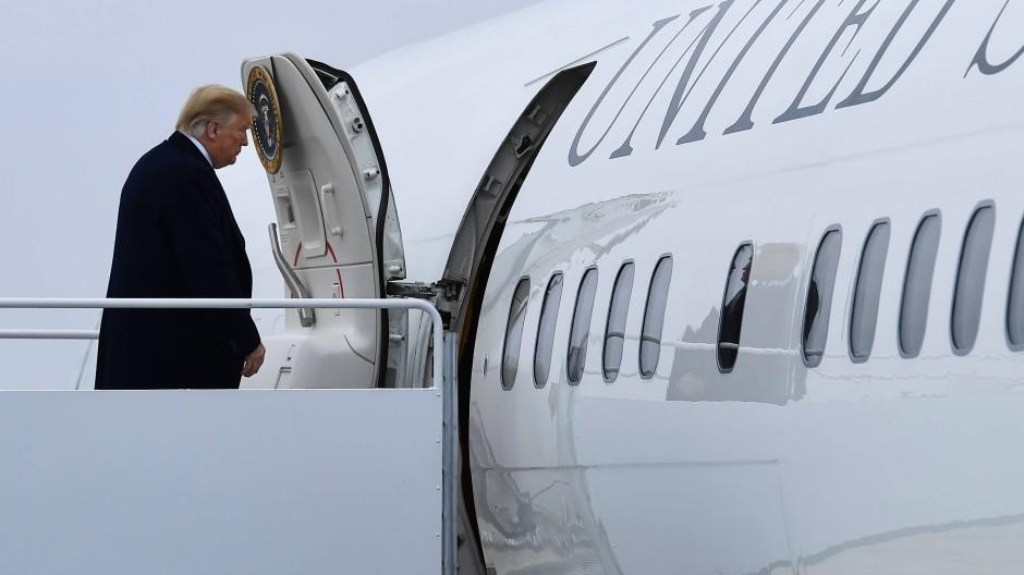 Halbzeit einer denkwürdigen Präsidentschaft: Donald Trump geht an Bord der Air Force One