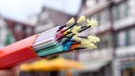 Farbenspiel: Schnelles Internet durch Glasfaserkabel.