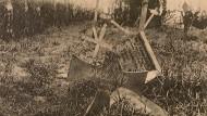 Ein geschändeter Friedhof bei Bapaume an der französischen Westfront.
