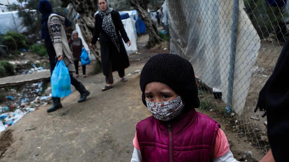 Ein Mädchen im Flüchtlingslager auf Lesbos, 2. April 2020.