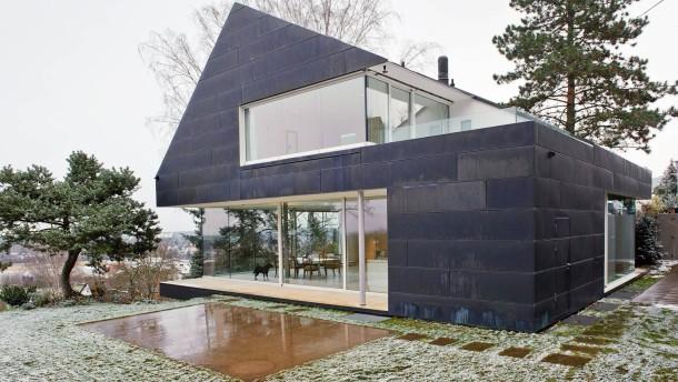 Neue Architektur - In Seeheim-Jugenheim ist in Hanglage ein vollständig kupferverkleidetes Haus entstanden