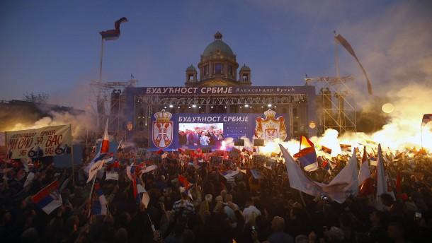 Präsident Vucic mobilisiert zehntausende Serben für Großkundgebung in Belgrad