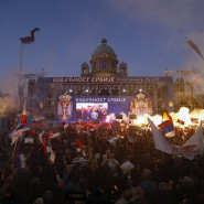 Zehntausende demonstrierten in Belgrad für den serbischen Präsidenten Vucic. Dieser hatte dafür Anhänger aus dem ganzen Land mobilisieren lassen.