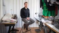 Handarbeit für die ganze Familie: Christoph Sattig in seinem Atelier in Rödermark