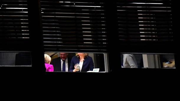 Wie es der SPD gelang, die wichtigen Ministerien von Merkel zu bekommen